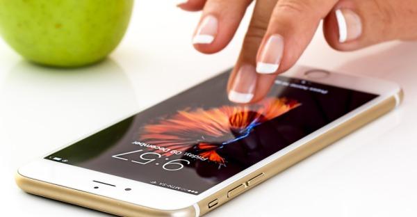 Kontaktlos Zahlen mit der neuen Generation der Smartphones