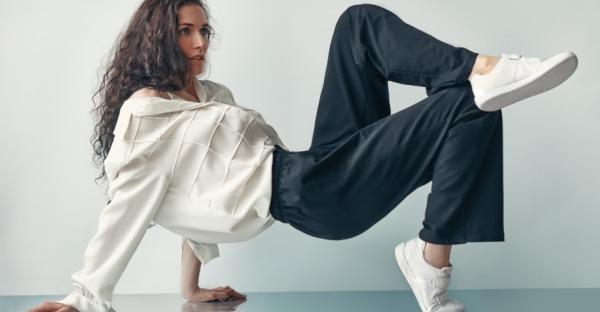 Weiße Sneaker: 3 starke Kombi-Looks