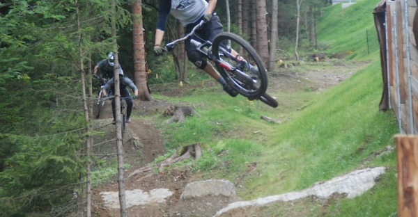 Downhill Line: Schwarz ist geil!
