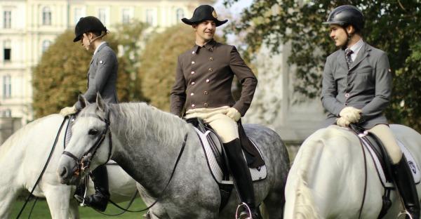 Lipizzaner-Schauen: Pferde im Burggarten