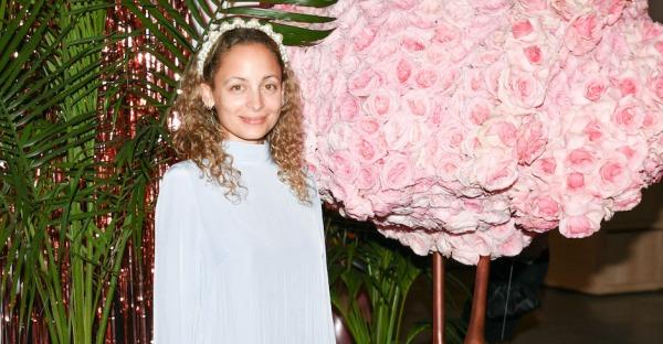 Nicole Richie fackelt sich zum 40er die Haare ab