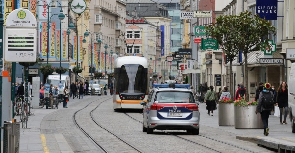 Linzer Landstraße am Tag vor der OÖ-Wahl: Viele Helfer, wenig Interesse