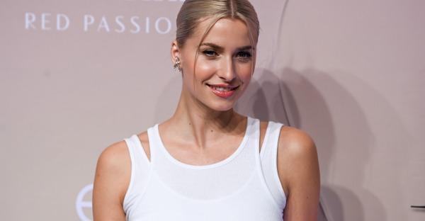 Model Lena Gercke entspannt beim Stanglwirt